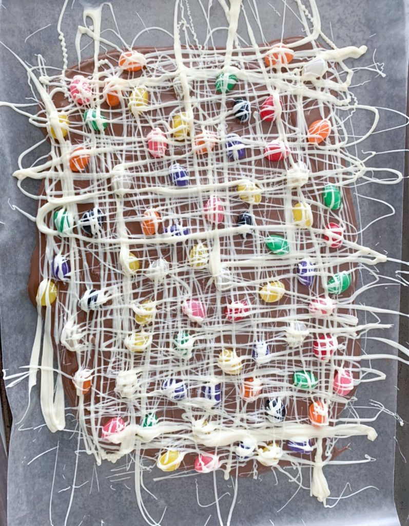 Maskcara Beauty Blogger and popular Utah blogger, Kelly Snider's recipe for Milk Chocolate Jellybean Easter Bark.