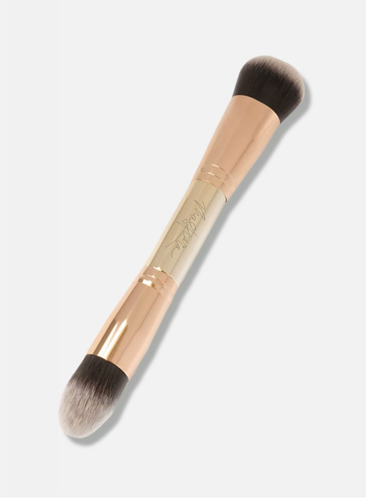 Maskcara Beauty Makeup Brushes and Tools reviewed by top US beauty blogger and Maskcara Artist, Kelly Snider: 30 seconds HAC Brush