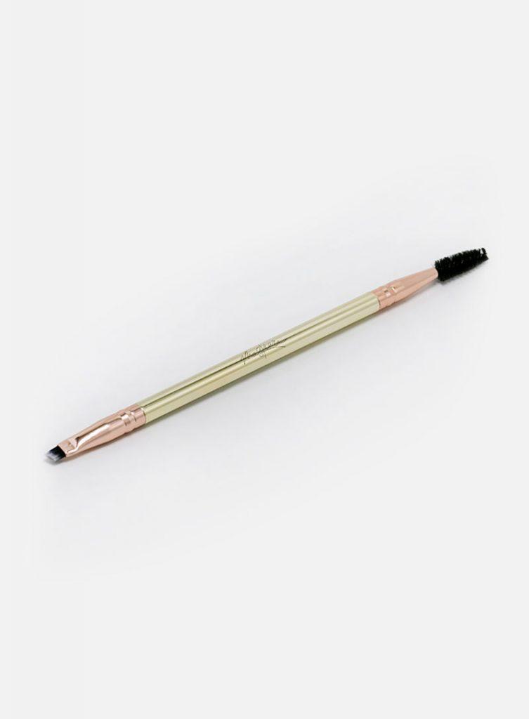 Maskcara Beauty Makeup Brushes and Tools reviewed by top US beauty blogger and Maskcara Artist, Kelly Snider: hotline brush