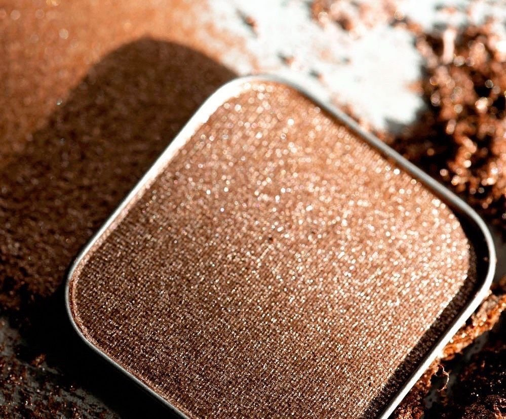 Image of Eyeshadow in a review by top US beauty blogger, Kelly Snider.