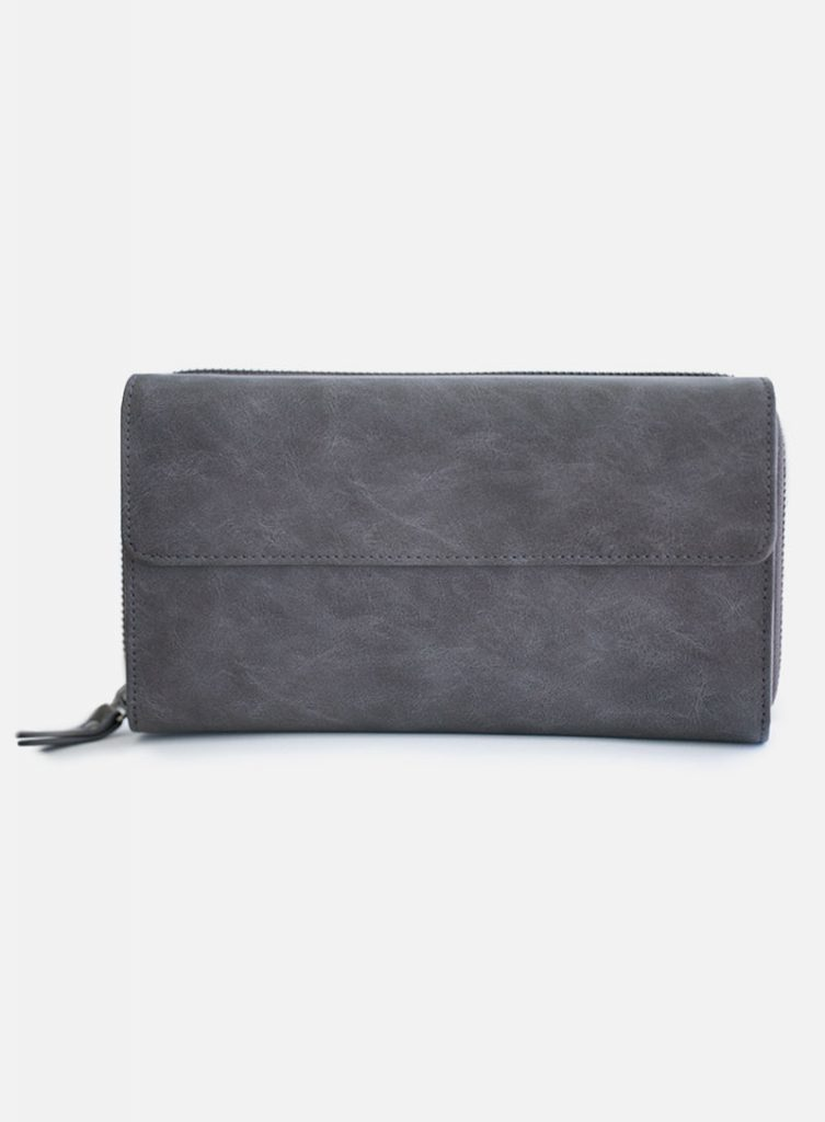 Office Makeup by popular Utah beauty blogger, Kelly Snider: image of Maskcara Clutch in the color charcoal.