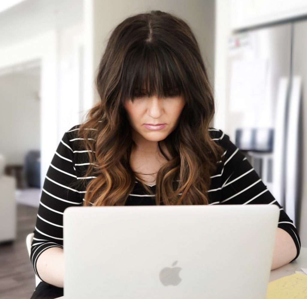 Popular Utah Blogger and Independent Maskcara Artist, Kelly Snider addresses MLM jobs for stay-at-home moms; image of female attorney working from home on her laptop.