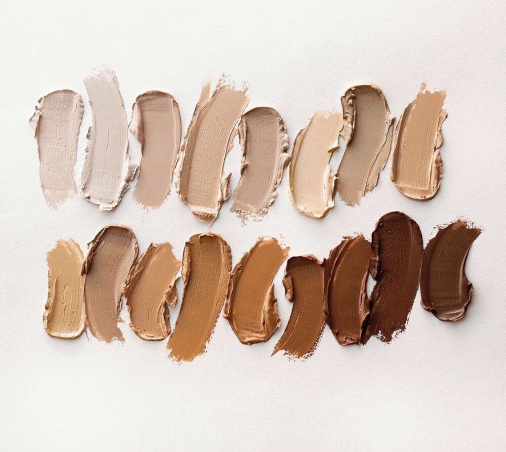 Popular beauty and lifestyle blogger, and Seint Independent artist, Kelly Snider, sharing how long Seint foundation lasts. Image of Swatches of Seint Cream highlight colors.